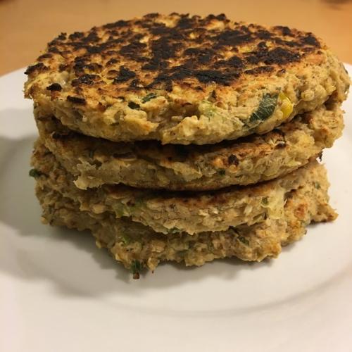 Hambúrguer vegano de feijão branco e quinoa