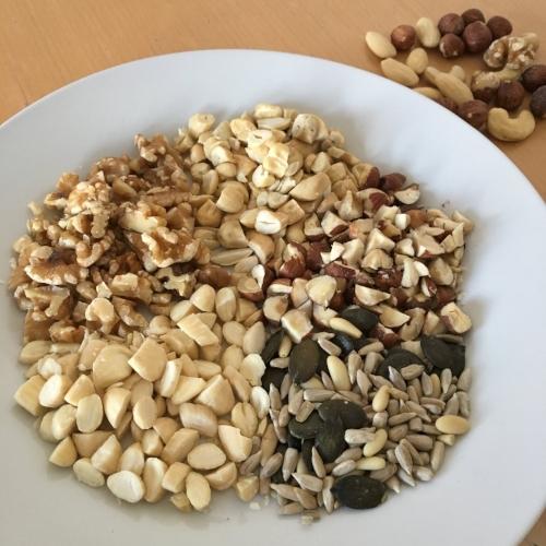 Frutos secos e sementes para incrementa a granola